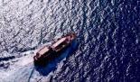 Rundflug um ein altmodisches Segelschiff